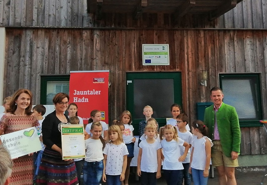 Auszeichnung für Volksschule Neuhaus und Sportverein Schwabegg